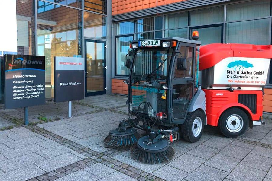 Stein-und-Garten-GmbH-Filderstadt-Kehrmaschine
